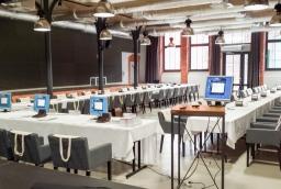 Sala kinowa w Starej Rzeźni świetnie nadaje się do organizacji konferencji i spotkań biznesowych