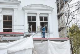 Dawna willa ludowców w Szczecinie - elewacja frontowa w trakcie renowacji  /fot.: ak /