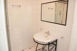 Wszystkie łazienki przy pokojach mają prysznice  /fot.: ak /