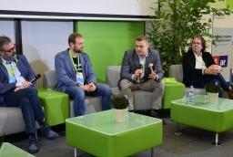 Szefowie firm IT ze Szczecina podczas panelu dyskusyjnego mówili o produktach i usługach, a także najnowszych trendach  /fot.: mab /