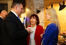 Piotr Jedliński, prezydent Koszalina, Irena i Hanna Mojsiuk (Grupa Mojsiuk)  /fot.: ABES /