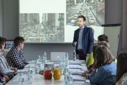 Michał Hamera podczas warsztatów Deloitte Młodzież w biznesie  /fot.: ak /