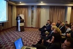 Robert Falana, burmistrz Tychowa, prezentuje ofertę inwestycyjną swojej gminy  /fot.: mab /