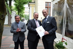 Bartłomiej Sochański,konsul honorowy Niemiec, Bernd Schubert z kancelarii landu Meklemburgia i Frank Benischke, wiceprezydent IHK Neubrandenburg  /fot.: mab /