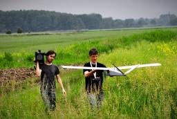 Zespół Drone Deisgn w akcji - mapowanie pól  /fot.: Drone Design /