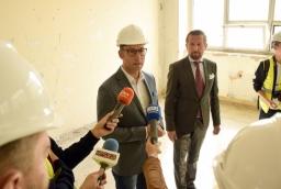 Jakub Borowczyk, prezes brightONE i Marcin Woźniak, członek zarządu Porto ogłaszają decyzję o najmie biur dla brightONE w Posejdonie  /fot.: mab /