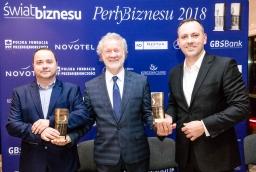 Artur Wójtowicz (Selfa), Marian Preiss, wykonawca statuetek Perły Biznesu, Paweł Fornalski (IAI SA)  /fot.: SW /