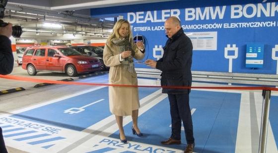 Stacja ładowania aut elektrycznych i hybrydowych w Kaskadzie