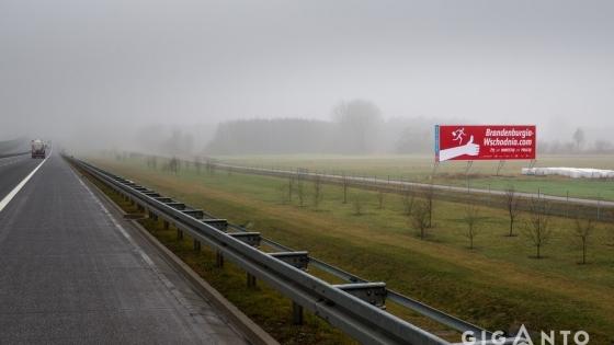 Duży billboard promujący wschodnią Brandenburgię widzą codziennie kierowcy podróżujący autostradą A2.