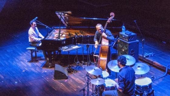 Szczecin Music Fest 2016 - Avishai Cohen Trio na scenie Filharmonii. Od lewej: Omri Mor, Avishai Cohen i Daniel Dor /fot.: ak /