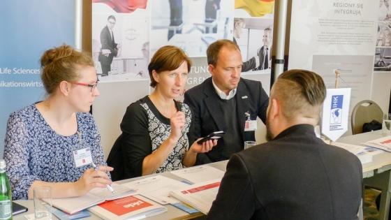 Anna Gazdecka i Thomas Eitner z Investor Center Uckermark oraz Karen Szemacha z Wirtschaftsfördergesellschaft Vorpommern doradzali przedsiębiorcom zainteresowanym działalnością w Niemczech.