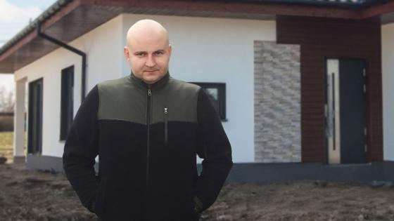 Erwin Urbaniak na budowie domu w Pyrzycach /fot.: ak /