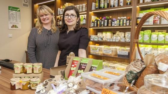 Ewa Bohdanowicz i Edyta Cygan, właścicielki firmy Bioniwel w swoim sklepie /fot.: ak /