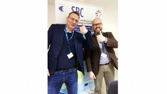 Dr Przemysław Jackowski i Martin Hanf oferują swoją pomoc zarówno instytucjom, małym i średnim przedsiębiorstwom, towarzyszeniom oraz osobom prywatnym.