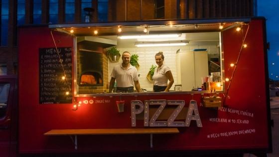 Karol Woźny i Martyna Hołod w Czerwonym Pizza Trucku /fot.: mab /