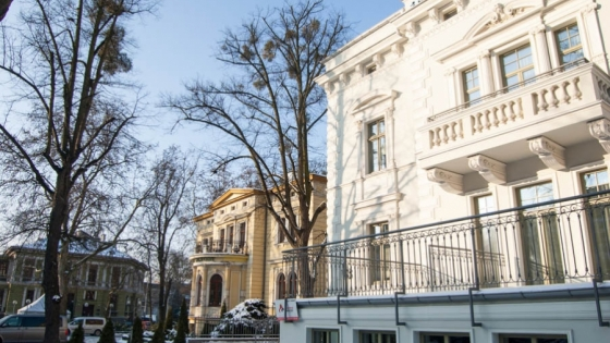 Willą Flora zarządzają właściciele sąsiedniej restauracji z pokojami hotelowymi Willa Ogrody. Oba obiekty mają wspólną ofertę dla gości /fot.: ak /