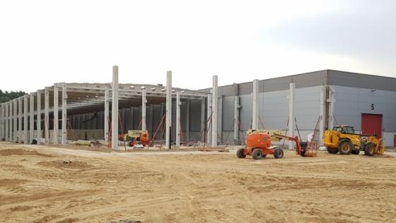 Po zakończeniu prac fabryka będzie większa o 15 tys. m kw. Będzie miała już 37 tys. m kw. /fot.: Mat. Faymonville /