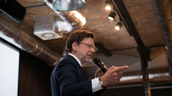 Znany psycholog biznesu Jacek Santorski  podczas konferencji #HR Szczecin 2017 /fot.: Sebastian Bednarski, asystent Marzeny Kosin /