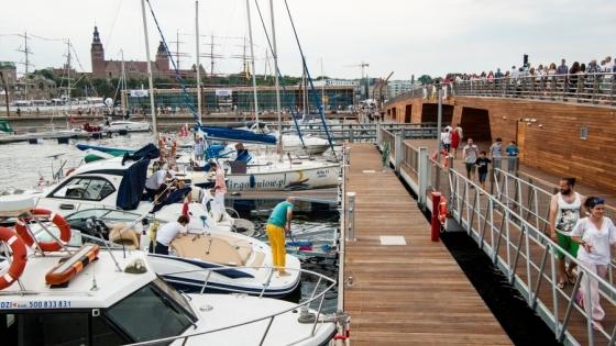 Kiedy marina na Łasztowni będzie w sezonie wypełniona jachtami, a na nabrzeżu będzie tętniło miejskie życie? /fot.: ak /