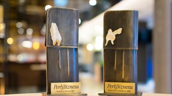 Perły Biznesu - statuetki w kształcie mankietów ze spinkami z prawdziwych pereł od 14 lat trafiają do rąk laureatów w kategoriach Wydarzenie Gospodarcze i Osobowość Biznesu /fot.: SG /
