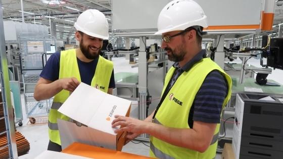 W centrum Zalando w Gardnie już pracują pierwsi zatrudnieni. Przygotowują magazyn do startu /fot.: Mat. Fiege /