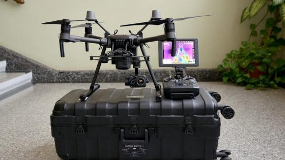 Zdalnie sterowany dron doskonale nadaje się do badań nieniszczących elektrowni wiatrowych