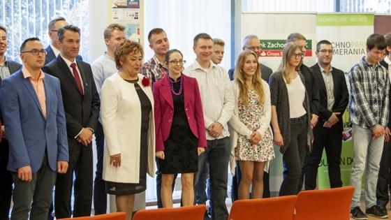Laureaci i uczestnicy gali siódmej edycji konkursu Przystanek Sukces /fot.: ak /