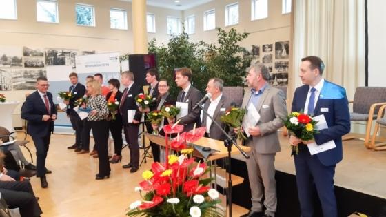 Biuro ds. Metropolitalnego Regionu Szczecina uroczyście zainaugurowało działalność 6 grudnia. Na zdjęciu: wręczenie nominacji członkom rady biura.