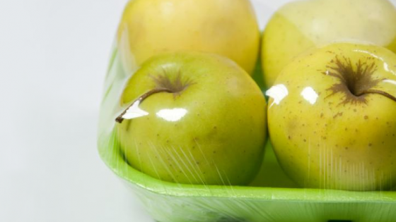 Innowacyjne opakowanie ma chronić świeże produkty spożywcze przed utratą wody oraz rozwojem pleśni i grzybów, a jednocześnie ma być ekologiczne /fot.: Klaster Zielona Chemia /