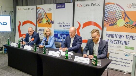 Krzysztof Bobala (Bono). katarzyna Koroch (Bank Pekao SA), Piotr Krzystek, prezydent Szczecina, Michał Kozłowski (Lexus Kozłowski) /fot.: SG /