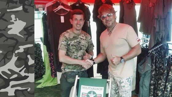 Grzegorz Jach, właściciel firmy Militarjach wraz ze swoim klientem - Michałem Milowiczem /fot.: Militarjach /