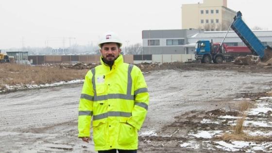 Łukasz Król, kierownik projektu Szczecin Business Plaza firmy Agatrans Multi Projekt. Inwestycja powstaje 300 m za halą Makro Cash & Carry, obok siedziby hurtowni motoryzacyjnej Alex /fot.: ak /