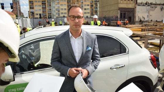 Jakub Borowczyk, prezes brightONE na placu budowy nowej części kompleksu Posejdon  /fot.: mab /