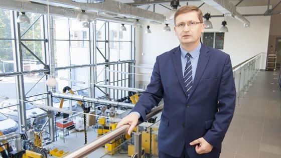 O projekcie dla firmy Interplastik opowiada prof. Artur Bartkowiak, dyrektor CBIMO  /fot.: ak /